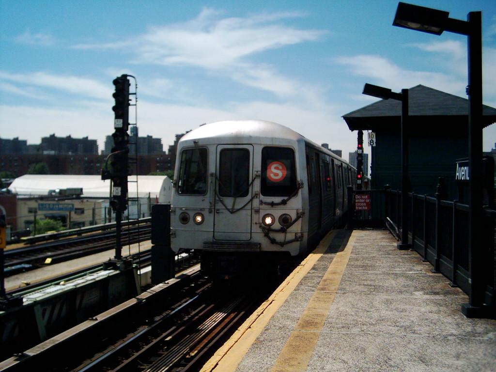 (208k, 1024x768)<br><b>Country:</b> United States<br><b>City:</b> New York<br><b>System:</b> New York City Transit<br><b>Line:</b> BMT Culver Line<br><b>Location:</b> Avenue X <br><b>Route:</b> F<br><b>Car:</b> R-46 (Pullman-Standard, 1974-75)  <br><b>Photo by:</b> Michael Hodurski<br><b>Date:</b> 7/2005<br><b>Viewed (this week/total):</b> 0 / 2844
