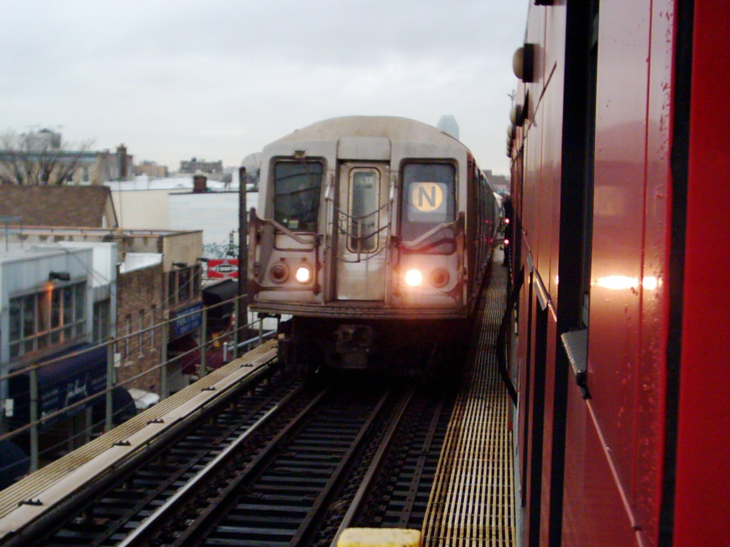 (208k, 1024x768)<br><b>Country:</b> United States<br><b>City:</b> New York<br><b>System:</b> New York City Transit<br><b>Line:</b> BMT Astoria Line<br><b>Location:</b> Ditmars Boulevard <br><b>Route:</b> N<br><b>Car:</b> R-40 (St. Louis, 1968)   <br><b>Photo by:</b> Michael Hodurski<br><b>Date:</b> 1/14/2006<br><b>Viewed (this week/total):</b> 0 / 3993