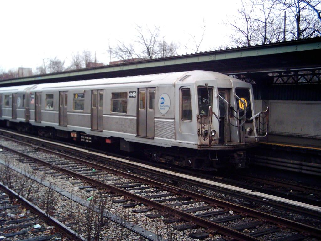 (256k, 1024x768)<br><b>Country:</b> United States<br><b>City:</b> New York<br><b>System:</b> New York City Transit<br><b>Line:</b> BMT Sea Beach Line<br><b>Location:</b> Fort Hamilton Parkway <br><b>Route:</b> N<br><b>Car:</b> R-40 (St. Louis, 1968)  4449 <br><b>Photo by:</b> Michael Hodurski<br><b>Date:</b> 1/14/2006<br><b>Viewed (this week/total):</b> 0 / 2968