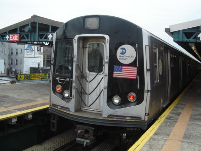 (156k, 640x480)<br><b>Country:</b> United States<br><b>City:</b> New York<br><b>System:</b> New York City Transit<br><b>Line:</b> BMT West End Line<br><b>Location:</b> Bay Parkway <br><b>Car:</b> R-143 (Kawasaki, 2001-2002)  <br><b>Photo by:</b> DeAndre Burrell<br><b>Date:</b> 1/17/2006<br><b>Notes:</b> R143 train testing, at Bay Parkway.<br><b>Viewed (this week/total):</b> 0 / 4364