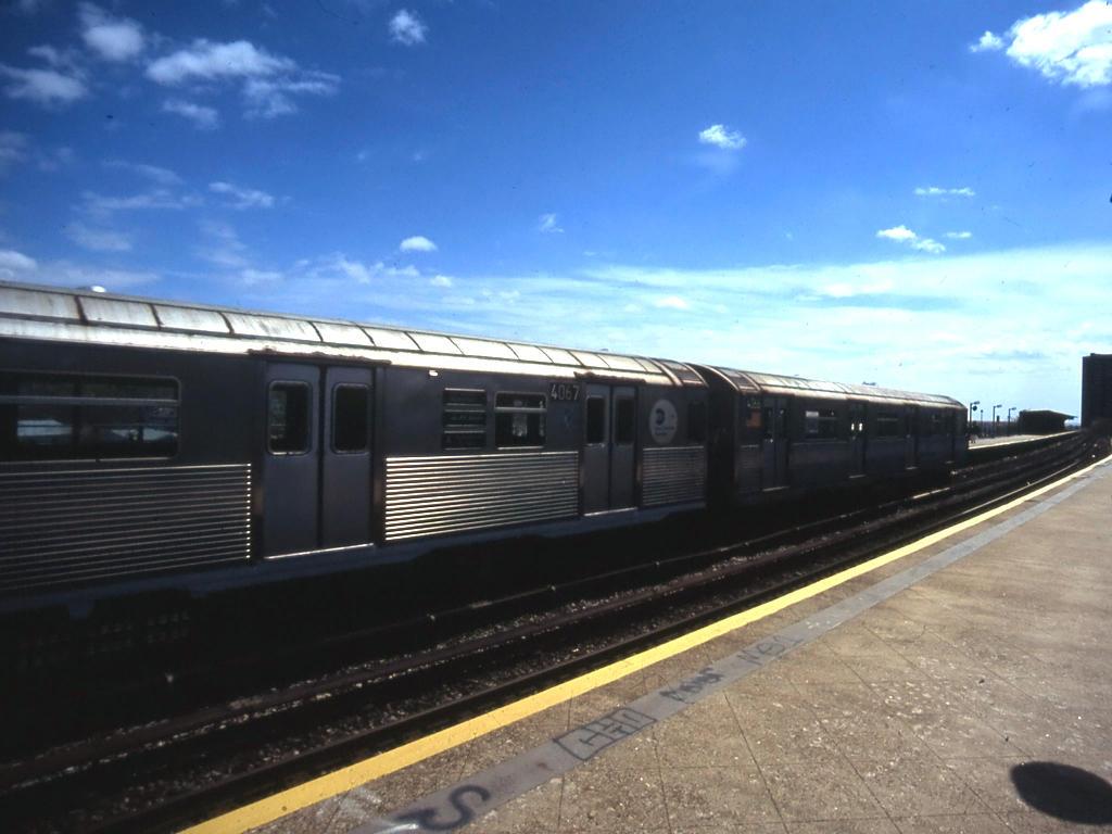 (108k, 1024x768)<br><b>Country:</b> United States<br><b>City:</b> New York<br><b>System:</b> New York City Transit<br><b>Line:</b> IND Rockaway<br><b>Location:</b> Beach 25th Street/Wavecrest <br><b>Route:</b> A<br><b>Car:</b> R-38 (St. Louis, 1966-1967)  4067 <br><b>Photo by:</b> Mike Jiran<br><b>Date:</b> 4/2005<br><b>Viewed (this week/total):</b> 0 / 3109