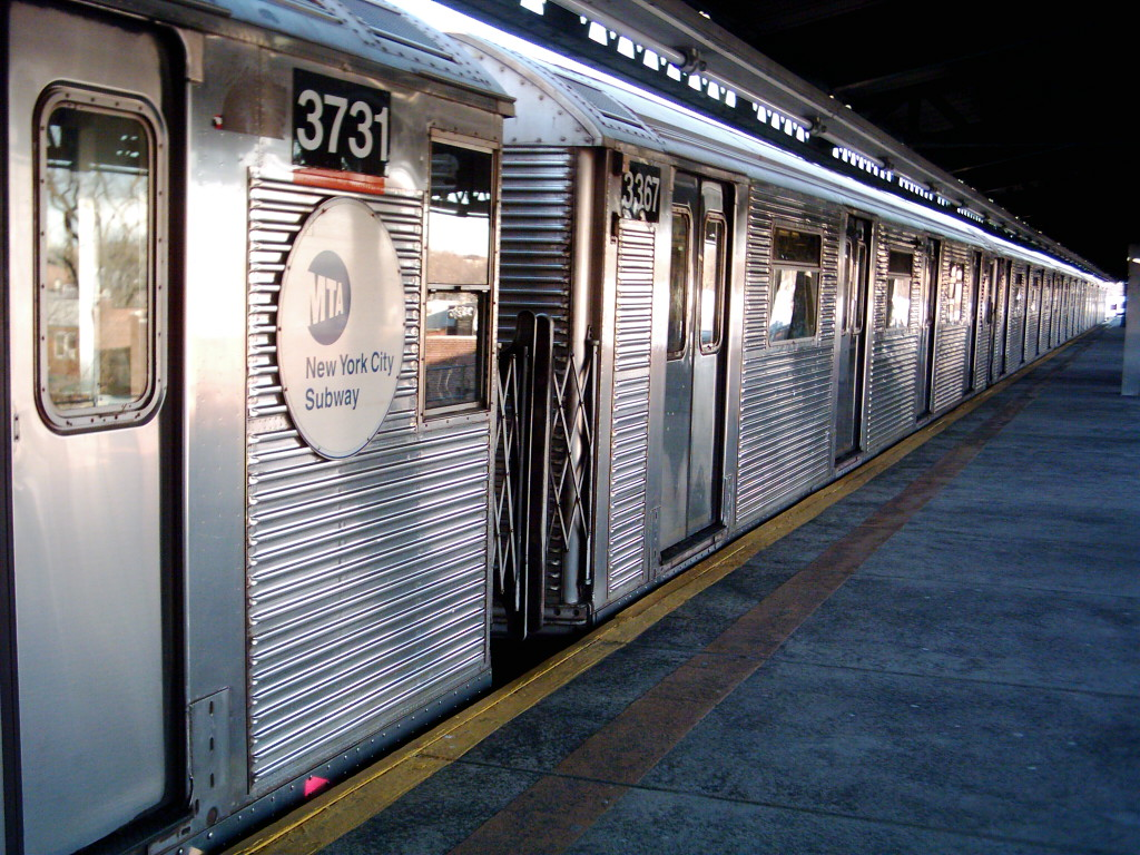(288k, 1024x768)<br><b>Country:</b> United States<br><b>City:</b> New York<br><b>System:</b> New York City Transit<br><b>Line:</b> BMT Culver Line<br><b>Location:</b> Kings Highway <br><b>Route:</b> F<br><b>Car:</b> R-32 (Budd, 1964)  3367 <br><b>Photo by:</b> Michael Hodurski<br><b>Date:</b> 1/26/2006<br><b>Viewed (this week/total):</b> 4 / 3408