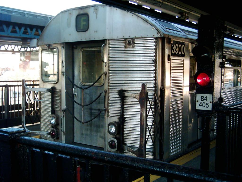 (256k, 1024x768)<br><b>Country:</b> United States<br><b>City:</b> New York<br><b>System:</b> New York City Transit<br><b>Line:</b> BMT Culver Line<br><b>Location:</b> Kings Highway <br><b>Route:</b> F<br><b>Car:</b> R-32 (Budd, 1964)  3900 <br><b>Photo by:</b> Michael Hodurski<br><b>Date:</b> 1/26/2006<br><b>Viewed (this week/total):</b> 1 / 2803