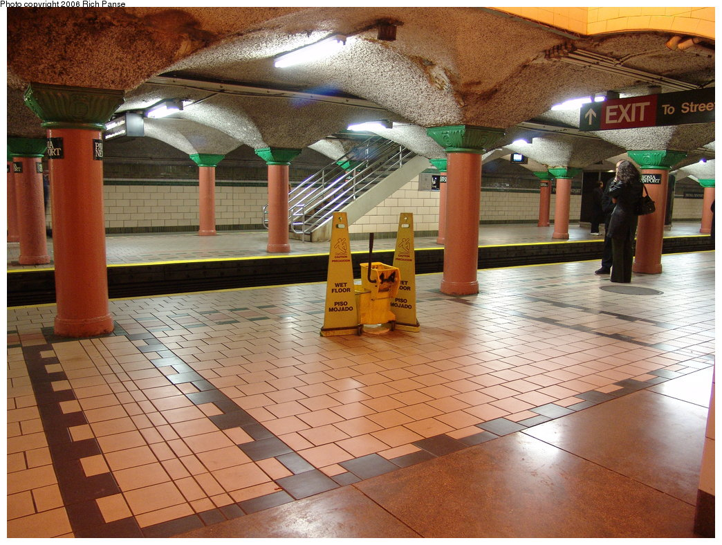 (244k, 1044x788)<br><b>Country:</b> United States<br><b>City:</b> Jersey City, NJ<br><b>System:</b> PATH<br><b>Location:</b> Pavonia/Newport <br><b>Photo by:</b> Richard Panse<br><b>Date:</b> 1/27/2006<br><b>Viewed (this week/total):</b> 1 / 4924
