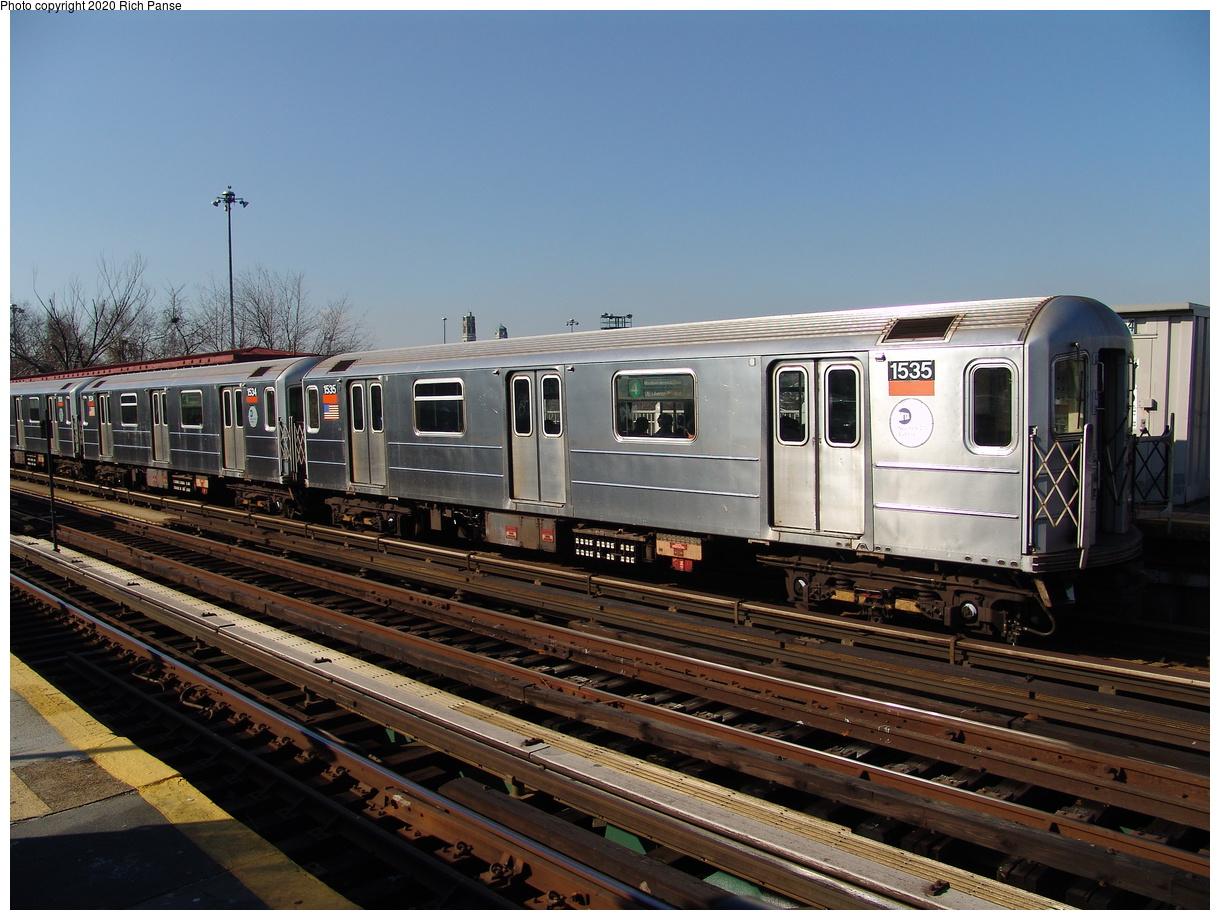 (239k, 1044x788)<br><b>Country:</b> United States<br><b>City:</b> New York<br><b>System:</b> New York City Transit<br><b>Line:</b> IRT Woodlawn Line<br><b>Location:</b> Bedford Park Boulevard <br><b>Route:</b> 4<br><b>Car:</b> R-62 (Kawasaki, 1983-1985)  1535 <br><b>Photo by:</b> Richard Panse<br><b>Date:</b> 1/24/2006<br><b>Viewed (this week/total):</b> 0 / 3433