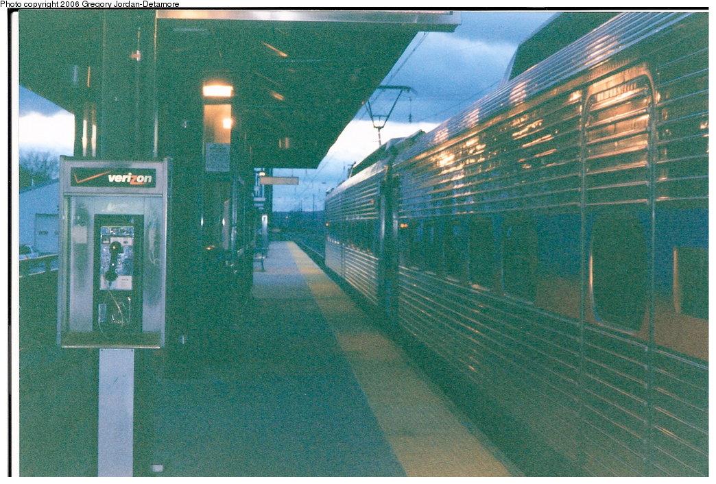 (203k, 1044x706)<br><b>Country:</b> United States<br><b>City:</b> Philadelphia, PA<br><b>System:</b> SEPTA Regional Rail<br><b>Line:</b> SEPTA R5<br><b>Location:</b> Thorndale<br><b>Route:</b> R5-Paoli/Thorndale<br><b>Photo by:</b> Gregory Jordan-Detamore<br><b>Date:</b> 11/22/2005<br><b>Notes:</b> View of inbound platform, facing west.<br><b>Viewed (this week/total):</b> 3 / 1395