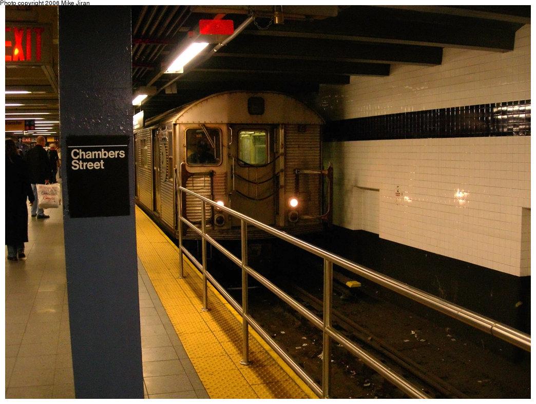 (226k, 1044x788)<br><b>Country:</b> United States<br><b>City:</b> New York<br><b>System:</b> New York City Transit<br><b>Line:</b> IND 8th Avenue Line<br><b>Location:</b> Chambers Street/World Trade Center <br><b>Route:</b> E<br><b>Car:</b> R-32 (Budd, 1964)  3585 <br><b>Photo by:</b> Mike Jiran<br><b>Date:</b> 2/5/2006<br><b>Viewed (this week/total):</b> 0 / 4456
