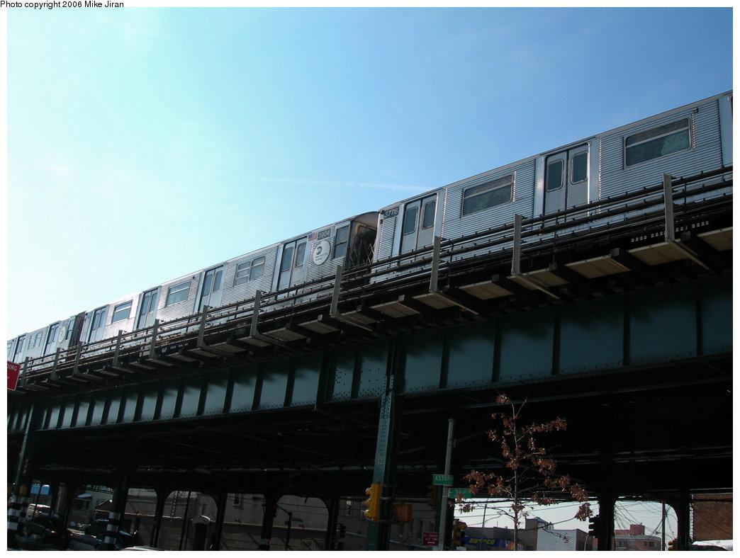 (174k, 1044x788)<br><b>Country:</b> United States<br><b>City:</b> New York<br><b>System:</b> New York City Transit<br><b>Line:</b> BMT Astoria Line<br><b>Location:</b> Astoria Boulevard/Hoyt Avenue <br><b>Route:</b> N<br><b>Car:</b> R-32 (Budd, 1964)  3904 <br><b>Photo by:</b> Mike Jiran<br><b>Date:</b> 2/14/2006<br><b>Viewed (this week/total):</b> 0 / 3555