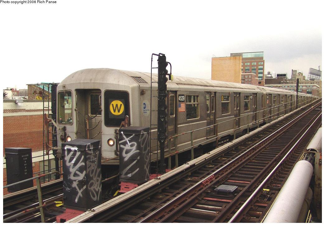 (204k, 1044x727)<br><b>Country:</b> United States<br><b>City:</b> New York<br><b>System:</b> New York City Transit<br><b>Line:</b> BMT Astoria Line<br><b>Location:</b> Queensborough Plaza <br><b>Route:</b> W<br><b>Car:</b> R-40M (St. Louis, 1969)  4529 <br><b>Photo by:</b> Richard Panse<br><b>Date:</b> 2/8/2006<br><b>Viewed (this week/total):</b> 0 / 3364