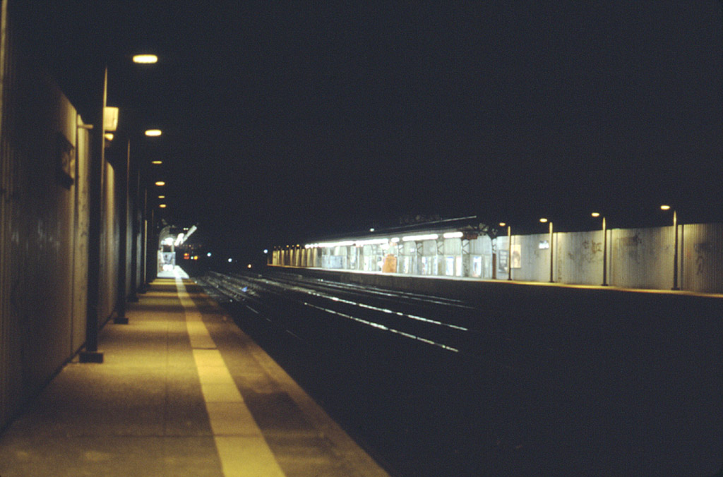 (150k, 1024x676)<br><b>Country:</b> United States<br><b>City:</b> New York<br><b>System:</b> New York City Transit<br><b>Line:</b> BMT Brighton Line<br><b>Location:</b> Neck Road <br><b>Photo by:</b> Stephen DeLuca<br><b>Date:</b> 4/1986<br><b>Notes:</b> Looking south toward Sheepshead Bay.<br><b>Viewed (this week/total):</b> 0 / 2532