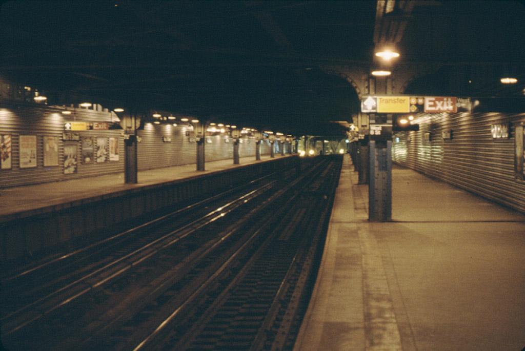 (174k, 1024x685)<br><b>Country:</b> United States<br><b>City:</b> New York<br><b>System:</b> New York City Transit<br><b>Line:</b> BMT Culver Line<br><b>Location:</b> West 8th Street <br><b>Photo by:</b> Stephen DeLuca<br><b>Date:</b> 4/1986<br><b>Notes:</b> West 8th northbound lower level.<br><b>Viewed (this week/total):</b> 1 / 2727