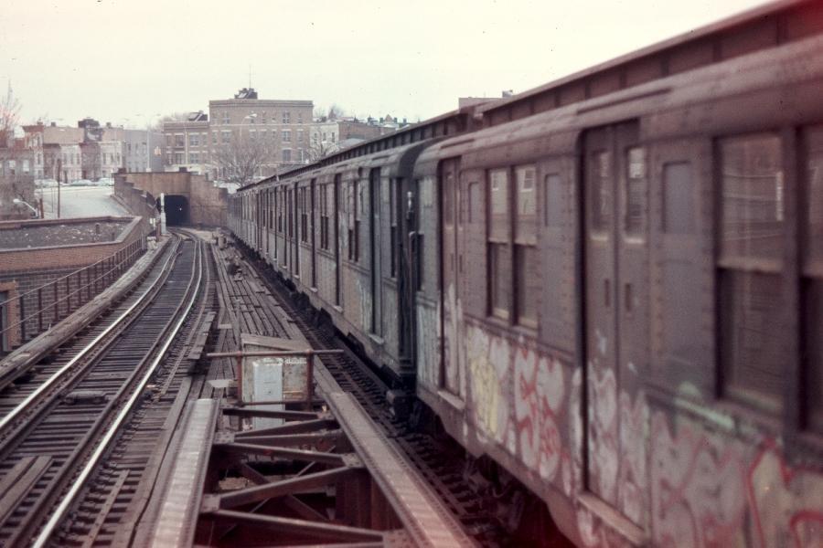(70k, 900x600)<br><b>Country:</b> United States<br><b>City:</b> New York<br><b>System:</b> New York City Transit<br><b>Line:</b> BMT Canarsie Line<br><b>Location:</b> Broadway Junction <br><b>Route:</b> LL<br><b>Car:</b> R-1/R-9 Series   <br><b>Photo by:</b> Harv Kahn<br><b>Date:</b> 3/31/1976<br><b>Viewed (this week/total):</b> 0 / 3200