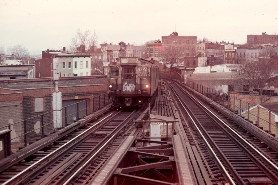 (91k, 900x600)<br><b>Country:</b> United States<br><b>City:</b> New York<br><b>System:</b> New York City Transit<br><b>Line:</b> BMT Canarsie Line<br><b>Location:</b> Broadway Junction <br><b>Route:</b> LL<br><b>Car:</b> R-1/R-9 Series   <br><b>Photo by:</b> Harv Kahn<br><b>Date:</b> 3/31/1976<br><b>Viewed (this week/total):</b> 0 / 3365