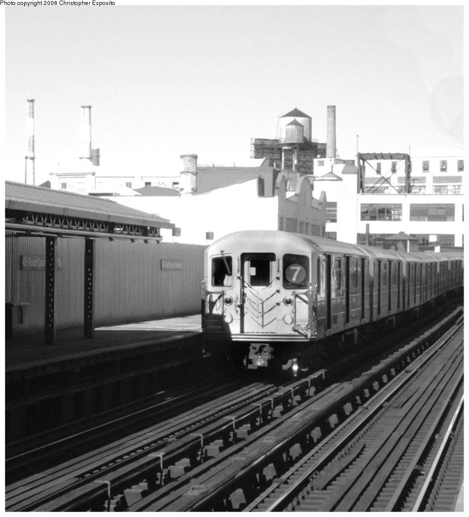 (125k, 948x1044)<br><b>Country:</b> United States<br><b>City:</b> New York<br><b>System:</b> New York City Transit<br><b>Line:</b> IRT Flushing Line<br><b>Location:</b> Court House Square/45th Road <br><b>Route:</b> 7<br><b>Car:</b> R-62A (Bombardier, 1984-1987)   <br><b>Photo by:</b> Christopher Esposito<br><b>Date:</b> 10/12/2004<br><b>Viewed (this week/total):</b> 1 / 1853