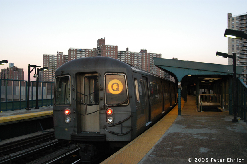 (153k, 864x574)<br><b>Country:</b> United States<br><b>City:</b> New York<br><b>System:</b> New York City Transit<br><b>Line:</b> BMT Brighton Line<br><b>Location:</b> West 8th Street <br><b>Route:</b> Q<br><b>Car:</b> R-68A (Kawasaki, 1988-1989)  5034 <br><b>Photo by:</b> Peter Ehrlich<br><b>Date:</b> 12/30/2005<br><b>Viewed (this week/total):</b> 2 / 2346
