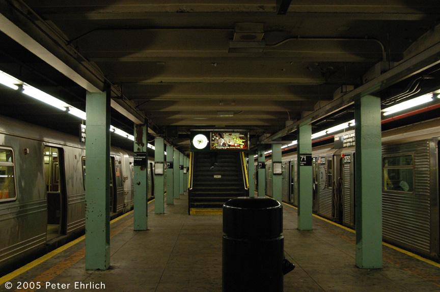 (194k, 864x574)<br><b>Country:</b> United States<br><b>City:</b> New York<br><b>System:</b> New York City Transit<br><b>Line:</b> IND Queens Boulevard Line<br><b>Location:</b> 71st/Continental Aves./Forest Hills <br><b>Route:</b> F<br><b>Car:</b> R-46 (Pullman-Standard, 1974-75) 5580 <br><b>Photo by:</b> Peter Ehrlich<br><b>Date:</b> 12/30/2005<br><b>Notes:</b> With R32 3752 on E.<br><b>Viewed (this week/total):</b> 0 / 4471