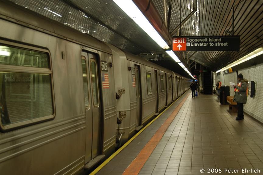 (196k, 864x574)<br><b>Country:</b> United States<br><b>City:</b> New York<br><b>System:</b> New York City Transit<br><b>Line:</b> IND 63rd Street<br><b>Location:</b> Roosevelt Island <br><b>Route:</b> F<br><b>Car:</b> R-46 (Pullman-Standard, 1974-75) 5808 <br><b>Photo by:</b> Peter Ehrlich<br><b>Date:</b> 12/30/2005<br><b>Viewed (this week/total):</b> 0 / 4876