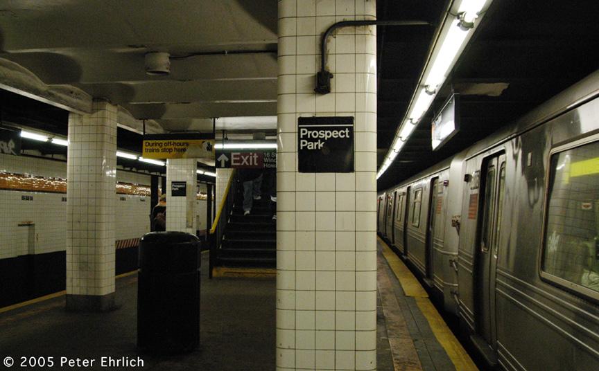 (207k, 864x536)<br><b>Country:</b> United States<br><b>City:</b> New York<br><b>System:</b> New York City Transit<br><b>Line:</b> IND Crosstown Line<br><b>Location:</b> 15th Street/Prospect Park <br><b>Route:</b> F<br><b>Car:</b> R-46 (Pullman-Standard, 1974-75) 6016 <br><b>Photo by:</b> Peter Ehrlich<br><b>Date:</b> 12/30/2005<br><b>Viewed (this week/total):</b> 3 / 3372