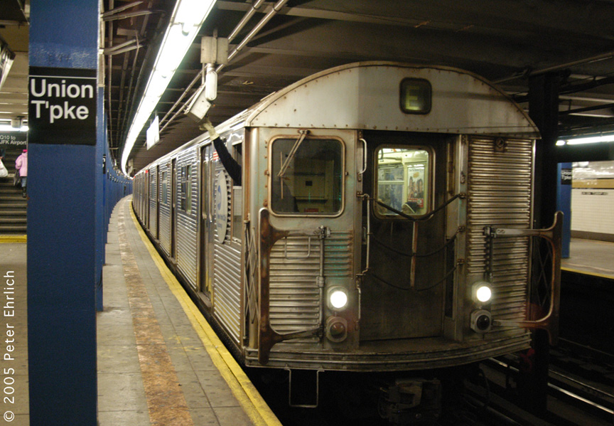 (222k, 864x599)<br><b>Country:</b> United States<br><b>City:</b> New York<br><b>System:</b> New York City Transit<br><b>Line:</b> IND Queens Boulevard Line<br><b>Location:</b> Union Turnpike/Kew Gardens <br><b>Route:</b> E<br><b>Car:</b> R-32 (Budd, 1964)   <br><b>Photo by:</b> Peter Ehrlich<br><b>Date:</b> 12/30/2005<br><b>Viewed (this week/total):</b> 1 / 3689