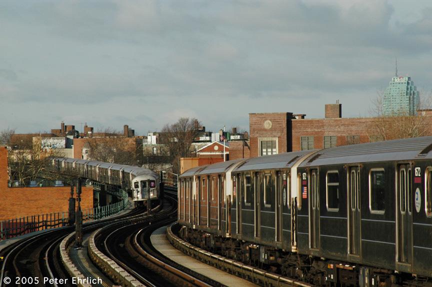 (197k, 864x574)<br><b>Country:</b> United States<br><b>City:</b> New York<br><b>System:</b> New York City Transit<br><b>Line:</b> IRT Flushing Line<br><b>Location:</b> 61st Street/Woodside <br><b>Route:</b> 7<br><b>Car:</b> R-62A (Bombardier, 1984-1987)  1672 <br><b>Photo by:</b> Peter Ehrlich<br><b>Date:</b> 12/30/2005<br><b>Viewed (this week/total):</b> 0 / 2919