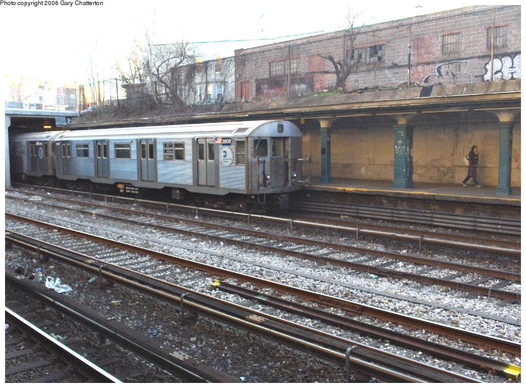 (222k, 1044x770)<br><b>Country:</b> United States<br><b>City:</b> New York<br><b>System:</b> New York City Transit<br><b>Line:</b> BMT Sea Beach Line<br><b>Location:</b> New Utrecht Avenue <br><b>Route:</b> N<br><b>Car:</b> R-32 (Budd, 1964)  3909 <br><b>Photo by:</b> Gary Chatterton<br><b>Date:</b> 2/6/2006<br><b>Viewed (this week/total):</b> 0 / 2941