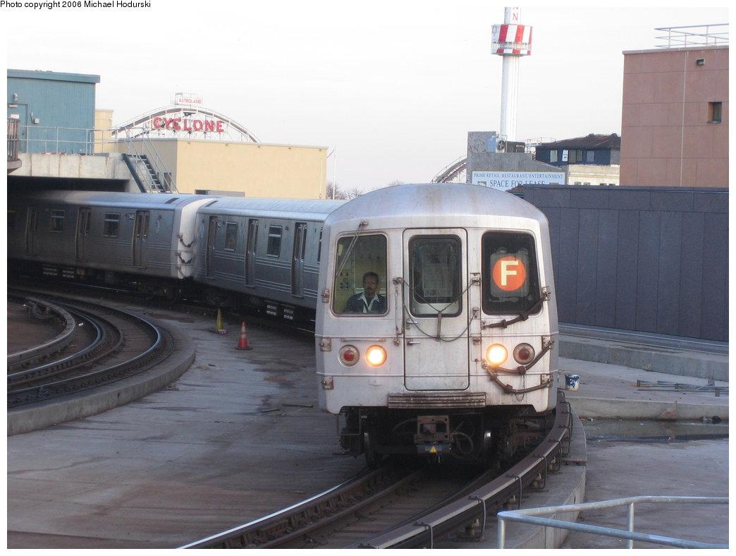 (141k, 1044x788)<br><b>Country:</b> United States<br><b>City:</b> New York<br><b>System:</b> New York City Transit<br><b>Location:</b> Coney Island/Stillwell Avenue<br><b>Route:</b> F<br><b>Car:</b> R-46 (Pullman-Standard, 1974-75) 5482 <br><b>Photo by:</b> Michael Hodurski<br><b>Date:</b> 3/8/2006<br><b>Viewed (this week/total):</b> 2 / 3547
