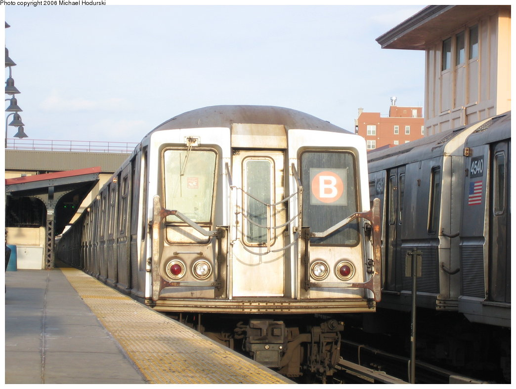 (162k, 1044x788)<br><b>Country:</b> United States<br><b>City:</b> New York<br><b>System:</b> New York City Transit<br><b>Line:</b> BMT Brighton Line<br><b>Location:</b> Brighton Beach <br><b>Route:</b> B<br><b>Car:</b> R-40 (St. Louis, 1968)   <br><b>Photo by:</b> Michael Hodurski<br><b>Date:</b> 3/10/2006<br><b>Viewed (this week/total):</b> 4 / 2938