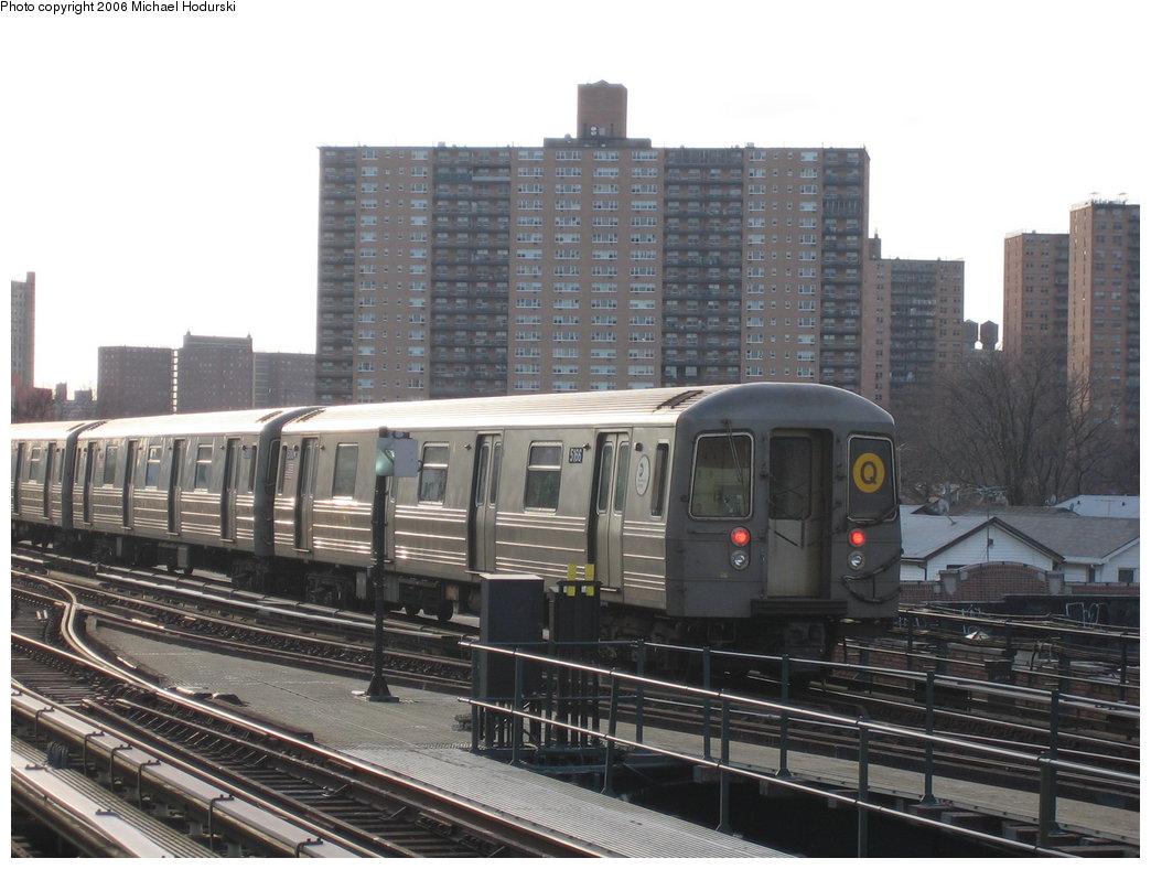 (173k, 1044x788)<br><b>Country:</b> United States<br><b>City:</b> New York<br><b>System:</b> New York City Transit<br><b>Line:</b> BMT Brighton Line<br><b>Location:</b> Brighton Beach <br><b>Route:</b> Q<br><b>Car:</b> R-68A (Kawasaki, 1988-1989)  5166 <br><b>Photo by:</b> Michael Hodurski<br><b>Date:</b> 3/10/2006<br><b>Viewed (this week/total):</b> 5 / 3361