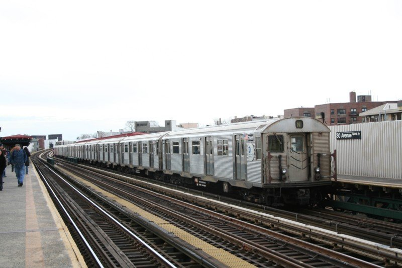 (77k, 800x533)<br><b>Country:</b> United States<br><b>City:</b> New York<br><b>System:</b> New York City Transit<br><b>Line:</b> BMT Astoria Line<br><b>Location:</b> 30th/Grand Aves. <br><b>Route:</b> N<br><b>Car:</b> R-32 (Budd, 1964)  3559 <br><b>Photo by:</b> Neil Feldman<br><b>Date:</b> 3/24/2006<br><b>Viewed (this week/total):</b> 1 / 2957