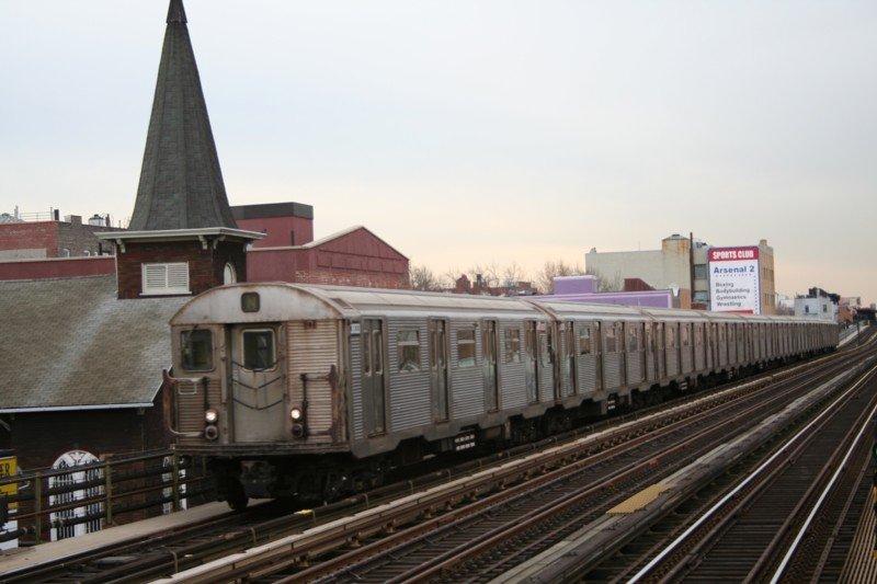 (73k, 800x533)<br><b>Country:</b> United States<br><b>City:</b> New York<br><b>System:</b> New York City Transit<br><b>Line:</b> BMT Astoria Line<br><b>Location:</b> 30th/Grand Aves. <br><b>Route:</b> N<br><b>Car:</b> R-32 (Budd, 1964)  3633 <br><b>Photo by:</b> Neil Feldman<br><b>Date:</b> 3/24/2006<br><b>Viewed (this week/total):</b> 1 / 2969