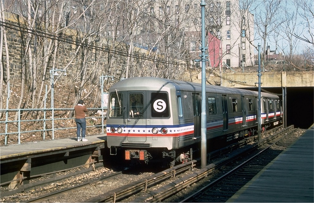 (312k, 1024x664)<br><b>Country:</b> United States<br><b>City:</b> New York<br><b>System:</b> New York City Transit<br><b>Line:</b> BMT Franklin<br><b>Location:</b> Botanic Garden <br><b>Route:</b> Franklin Shuttle<br><b>Car:</b> R-46 (Pullman-Standard, 1974-75) 680 <br><b>Photo by:</b> Ed McKernan<br><b>Collection of:</b> Joe Testagrose<br><b>Date:</b> 2/26/1977<br><b>Viewed (this week/total):</b> 2 / 4403