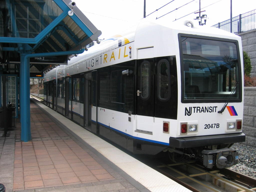 (111k, 1024x768)<br><b>Country:</b> United States<br><b>City:</b> North Bergen, NJ<br><b>System:</b> Hudson Bergen Light Rail<br><b>Location:</b> Tonnelle Avenue <br><b>Car:</b> NJT-HBLR LRV (Kinki-Sharyo, 1998-99)  2047 <br><b>Photo by:</b> Jeremy Whiteman<br><b>Date:</b> 4/4/2006<br><b>Viewed (this week/total):</b> 0 / 1970