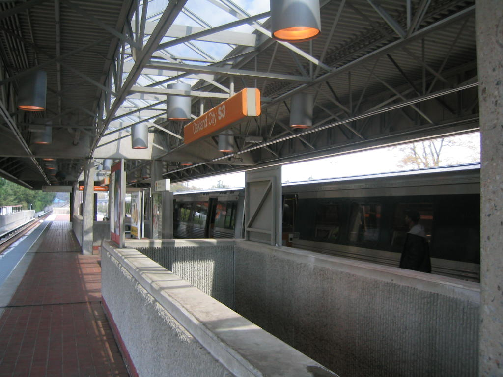 (114k, 1024x768)<br><b>Country:</b> United States<br><b>City:</b> Atlanta, GA<br><b>System:</b> MARTA<br><b>Line:</b> North-South Line <br><b>Location:</b> Oakland City <br><b>Car:</b> MARTA CQ311  <br><b>Photo by:</b> Matthew Shull<br><b>Date:</b> 4/1/2006<br><b>Notes:</b> Closing up northbound<br><b>Viewed (this week/total):</b> 0 / 1517