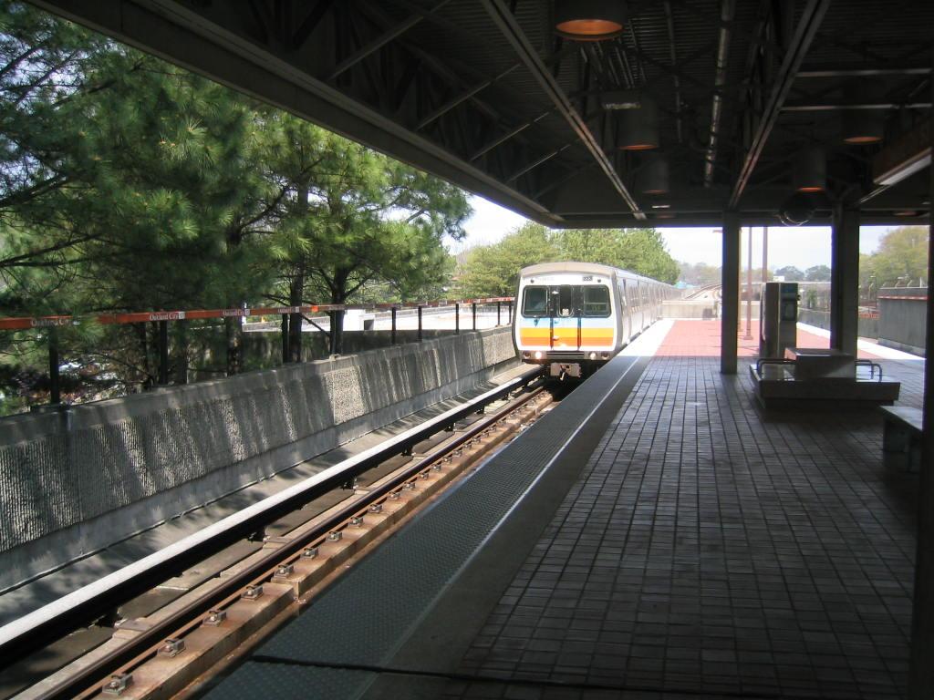 (140k, 1024x768)<br><b>Country:</b> United States<br><b>City:</b> Atlanta, GA<br><b>System:</b> MARTA<br><b>Line:</b> North-South Line <br><b>Location:</b> Oakland City <br><b>Car:</b> MARTA CQ311 223 <br><b>Photo by:</b> Matthew Shull<br><b>Date:</b> 4/1/2006<br><b>Notes:</b> Southbound Airport train approaching Oakland City<br><b>Viewed (this week/total):</b> 0 / 1652