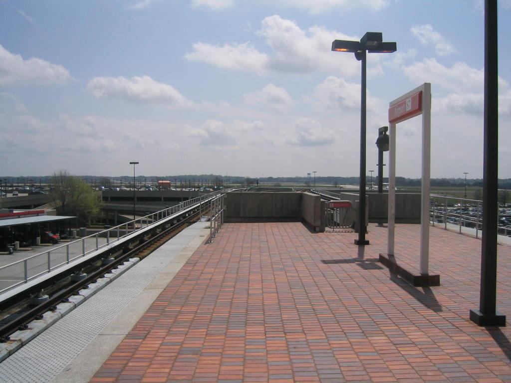 (108k, 1024x768)<br><b>Country:</b> United States<br><b>City:</b> Atlanta, GA<br><b>System:</b> MARTA<br><b>Line:</b> North-South Line <br><b>Location:</b> Airport <br><b>Photo by:</b> Matthew Shull<br><b>Date:</b> 4/1/2006<br><b>Notes:</b> Tail tracks south of station<br><b>Viewed (this week/total):</b> 1 / 1686
