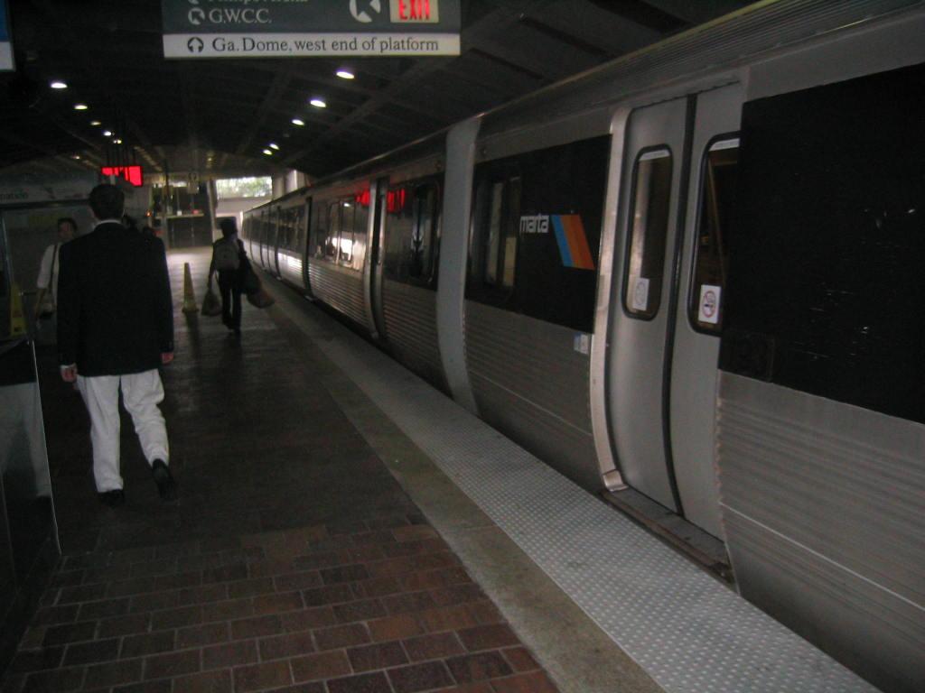 (86k, 1024x768)<br><b>Country:</b> United States<br><b>City:</b> Atlanta, GA<br><b>System:</b> MARTA<br><b>Line:</b> East-West Line <br><b>Location:</b> Dome/GWCC/Philips Arena/CNN Center <br><b>Car:</b> MARTA CQ310 193 <br><b>Photo by:</b> Matthew Shull<br><b>Date:</b> 4/2/2006<br><b>Notes:</b> Closing up westbound to HE Holmes<br><b>Viewed (this week/total):</b> 1 / 2129