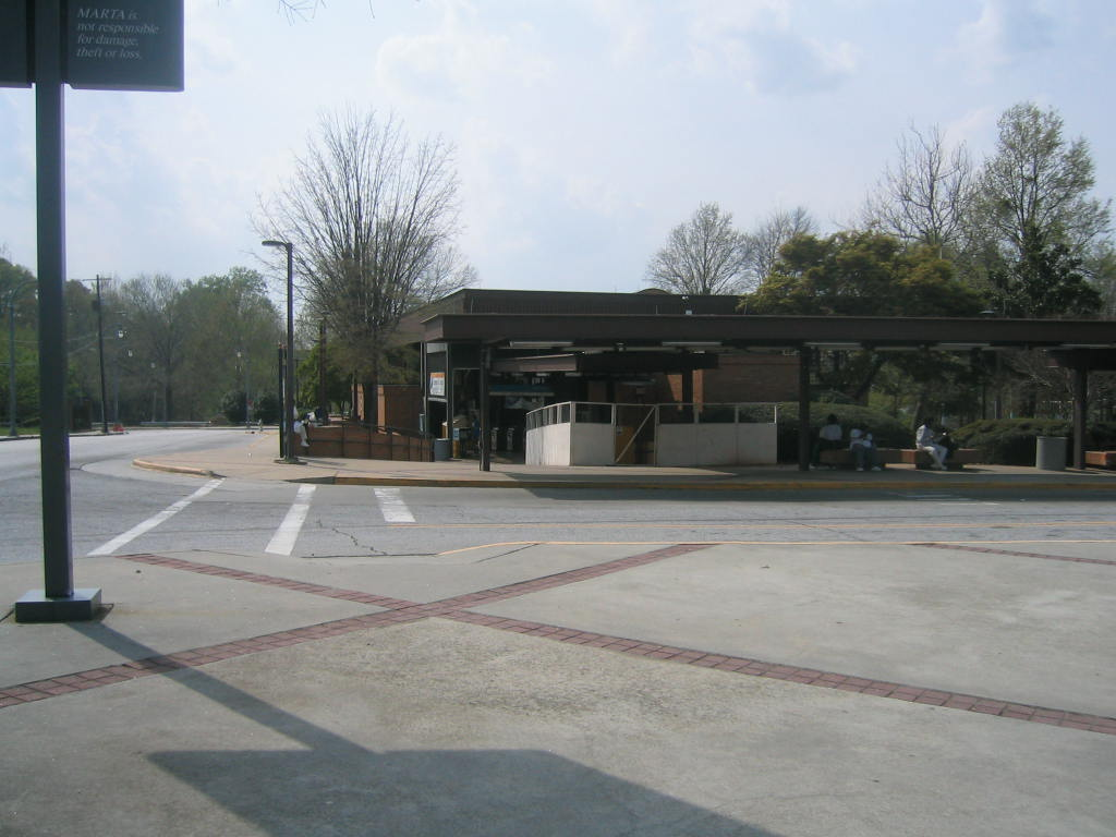 (95k, 1024x768)<br><b>Country:</b> United States<br><b>City:</b> Atlanta, GA<br><b>System:</b> MARTA<br><b>Line:</b> East-West Line <br><b>Location:</b> Vine City <br><b>Photo by:</b> Matthew Shull<br><b>Date:</b> 4/2/2006<br><b>Notes:</b> Station house & Bus Lane<br><b>Viewed (this week/total):</b> 0 / 1828
