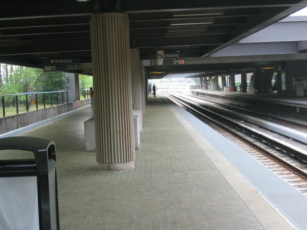 (100k, 1024x768)<br><b>Country:</b> United States<br><b>City:</b> Atlanta, GA<br><b>System:</b> MARTA<br><b>Line:</b> East-West Line <br><b>Location:</b> Avondale <br><b>Car:</b> MARTA CQ310 117 <br><b>Photo by:</b> Matthew Shull<br><b>Date:</b> 4/2/2006<br><b>Notes:</b> Eastbound Indian Creek train approaching Avondale<br><b>Viewed (this week/total):</b> 0 / 1160