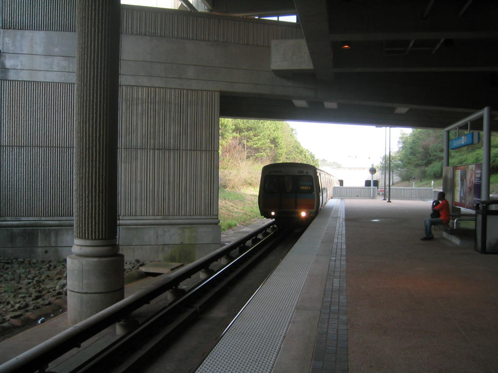 (102k, 1024x768)<br><b>Country:</b> United States<br><b>City:</b> Atlanta, GA<br><b>System:</b> MARTA<br><b>Line:</b> East-West Line <br><b>Location:</b> Kensington <br><b>Car:</b> MARTA CQ310  <br><b>Photo by:</b> Matthew Shull<br><b>Date:</b> 4/2/2006<br><b>Notes:</b> Westbound HE Holmes train approaching Kensington<br><b>Viewed (this week/total):</b> 0 / 1646
