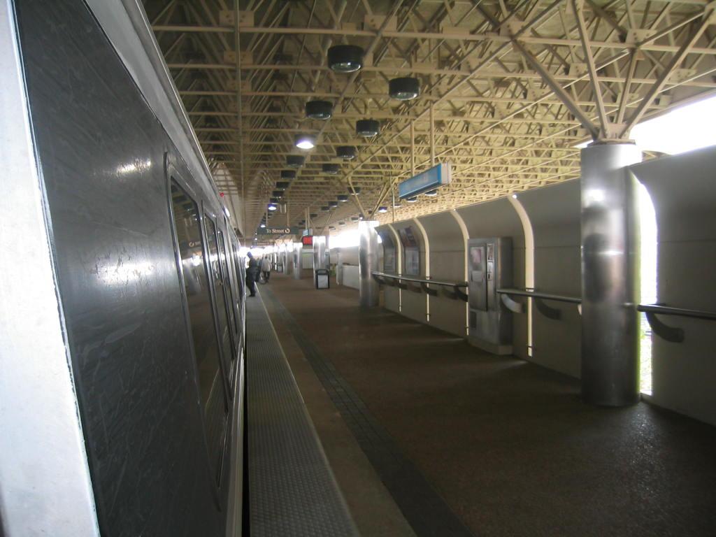 (100k, 1024x768)<br><b>Country:</b> United States<br><b>City:</b> Atlanta, GA<br><b>System:</b> MARTA<br><b>Line:</b> East-West Line <br><b>Location:</b> King Memorial <br><b>Car:</b> MARTA CQ310 117 <br><b>Photo by:</b> Matthew Shull<br><b>Date:</b> 4/2/2006<br><b>Notes:</b> Westbound platform<br><b>Viewed (this week/total):</b> 2 / 1418