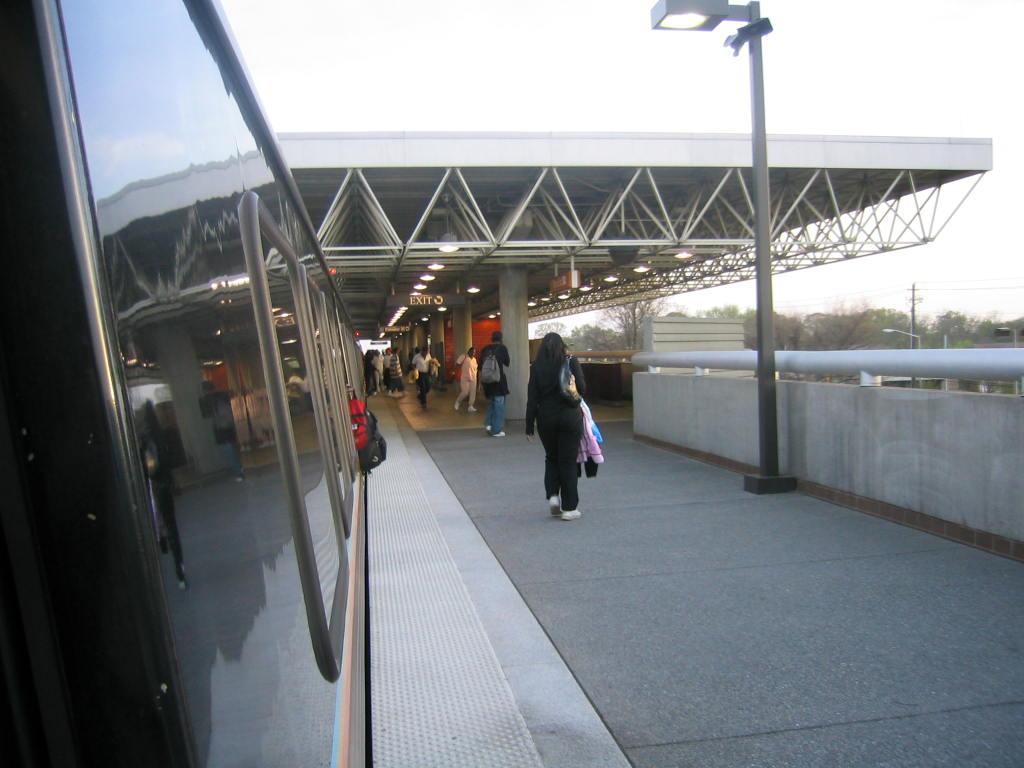 (95k, 1024x768)<br><b>Country:</b> United States<br><b>City:</b> Atlanta, GA<br><b>System:</b> MARTA<br><b>Line:</b> North-South Line <br><b>Location:</b> West End <br><b>Car:</b> MARTA CQ312 632 <br><b>Photo by:</b> Matthew Shull<br><b>Date:</b> 4/2/2006<br><b>Notes:</b> Southbound platform<br><b>Viewed (this week/total):</b> 0 / 1224