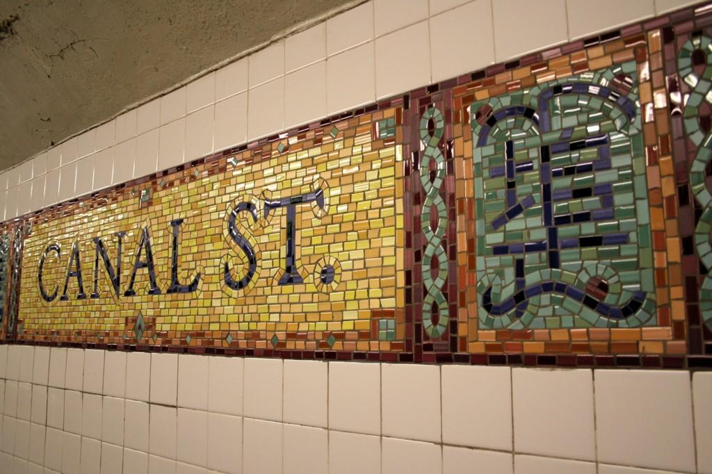 (205k, 1024x682)<br><b>Country:</b> United States<br><b>City:</b> New York<br><b>System:</b> New York City Transit<br><b>Line:</b> BMT Broadway Line<br><b>Location:</b> Canal Street (Manhattan Bridge Branch) <br><b>Photo by:</b> Todd Glickman<br><b>Date:</b> 4/16/2006<br><b>Viewed (this week/total):</b> 4 / 6246