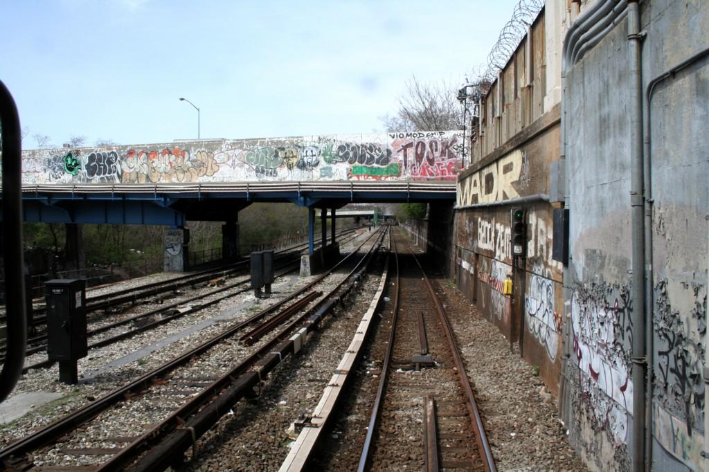 (236k, 1024x682)<br><b>Country:</b> United States<br><b>City:</b> New York<br><b>System:</b> New York City Transit<br><b>Line:</b> BMT Sea Beach Line<br><b>Location:</b> 8th Avenue <br><b>Photo by:</b> Todd Glickman<br><b>Date:</b> 4/16/2006<br><b>Viewed (this week/total):</b> 1 / 2198