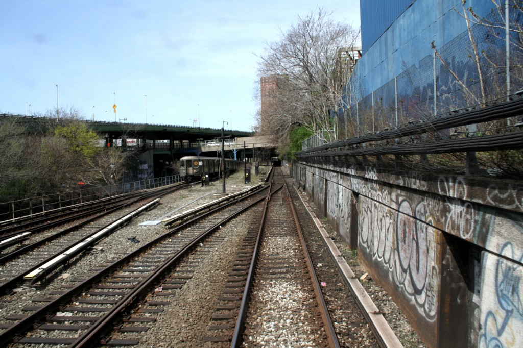 (250k, 1024x682)<br><b>Country:</b> United States<br><b>City:</b> New York<br><b>System:</b> New York City Transit<br><b>Line:</b> BMT Sea Beach Line<br><b>Location:</b> 8th Avenue <br><b>Photo by:</b> Todd Glickman<br><b>Date:</b> 4/16/2006<br><b>Viewed (this week/total):</b> 0 / 2728