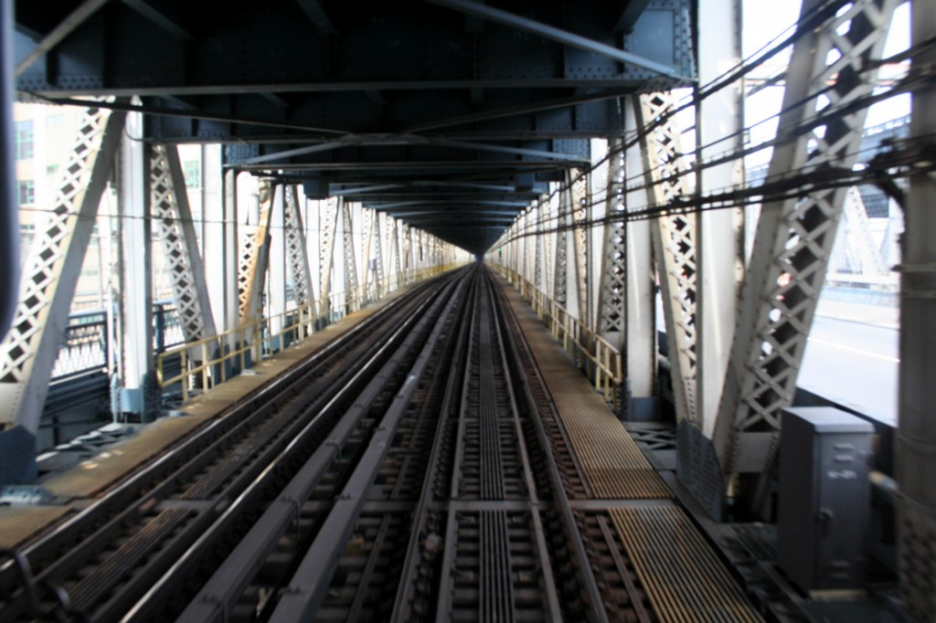 (175k, 1024x682)<br><b>Country:</b> United States<br><b>City:</b> New York<br><b>System:</b> New York City Transit<br><b>Location:</b> Manhattan Bridge<br><b>Photo by:</b> Todd Glickman<br><b>Date:</b> 4/16/2006<br><b>Viewed (this week/total):</b> 1 / 2612
