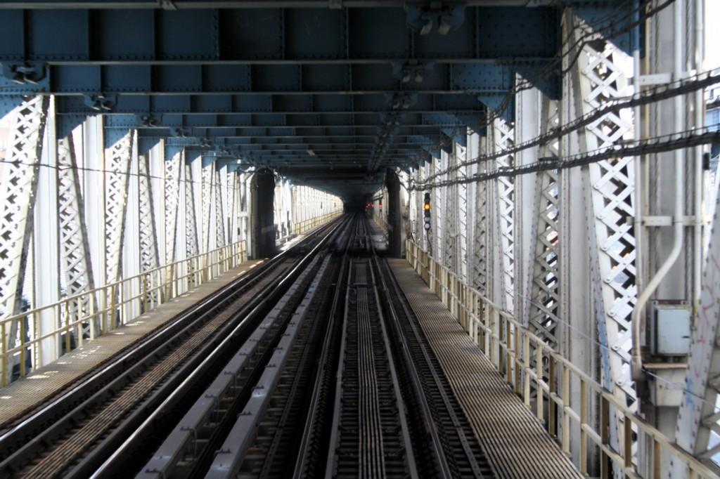 (211k, 1024x682)<br><b>Country:</b> United States<br><b>City:</b> New York<br><b>System:</b> New York City Transit<br><b>Location:</b> Manhattan Bridge<br><b>Photo by:</b> Todd Glickman<br><b>Date:</b> 4/16/2006<br><b>Viewed (this week/total):</b> 0 / 3181