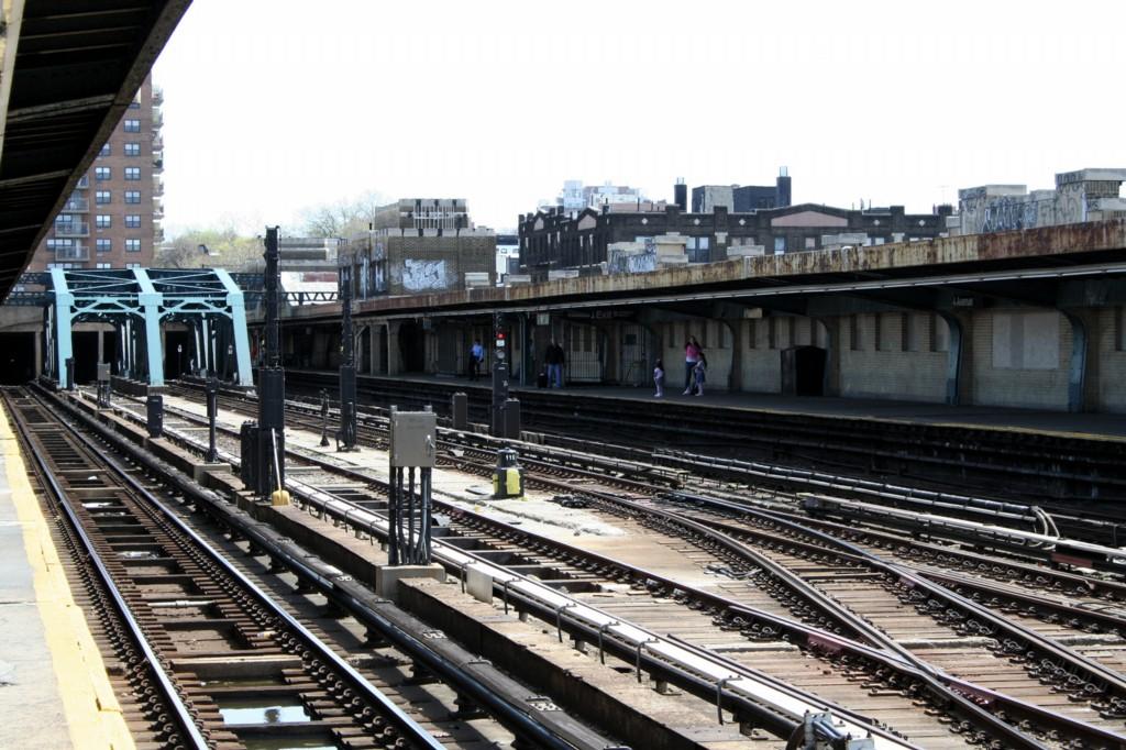 (228k, 1024x682)<br><b>Country:</b> United States<br><b>City:</b> New York<br><b>System:</b> New York City Transit<br><b>Line:</b> IND Crosstown Line<br><b>Location:</b> 4th Avenue <br><b>Photo by:</b> Todd Glickman<br><b>Date:</b> 4/16/2006<br><b>Viewed (this week/total):</b> 1 / 1778