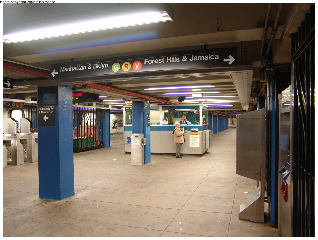 (176k, 1044x788)<br><b>Country:</b> United States<br><b>City:</b> New York<br><b>System:</b> New York City Transit<br><b>Line:</b> IND Queens Boulevard Line<br><b>Location:</b> Grand Avenue/Newtown <br><b>Photo by:</b> Richard Panse<br><b>Date:</b> 4/6/2006<br><b>Notes:</b> Mezzanine.<br><b>Viewed (this week/total):</b> 1 / 4220