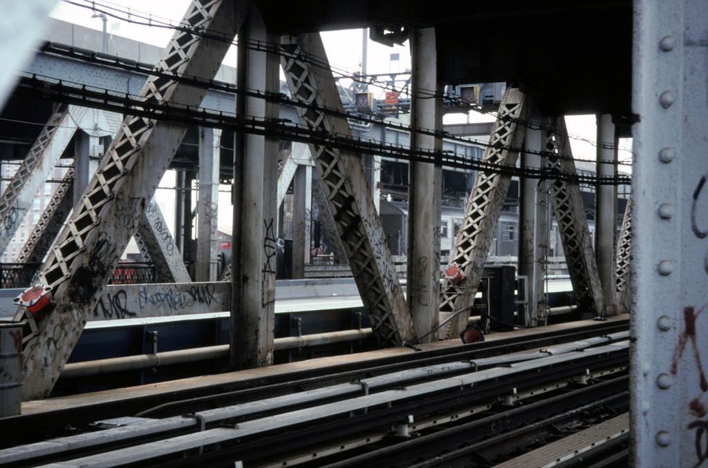 (260k, 1024x678)<br><b>Country:</b> United States<br><b>City:</b> New York<br><b>System:</b> New York City Transit<br><b>Location:</b> Manhattan Bridge<br><b>Photo by:</b> Chris Leverett<br><b>Date:</b> 7/27/1997<br><b>Notes:</b> View from south side walkway, Manhattan side. Trains on north side.<br><b>Viewed (this week/total):</b> 2 / 2928