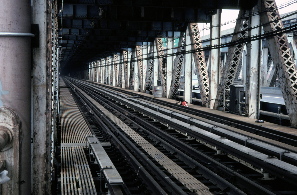 (286k, 1024x673)<br><b>Country:</b> United States<br><b>City:</b> New York<br><b>System:</b> New York City Transit<br><b>Location:</b> Manhattan Bridge<br><b>Photo by:</b> Chris Leverett<br><b>Date:</b> 7/27/1997<br><b>Notes:</b> View down the south side tracks toward Canal Street.<br><b>Viewed (this week/total):</b> 1 / 2742